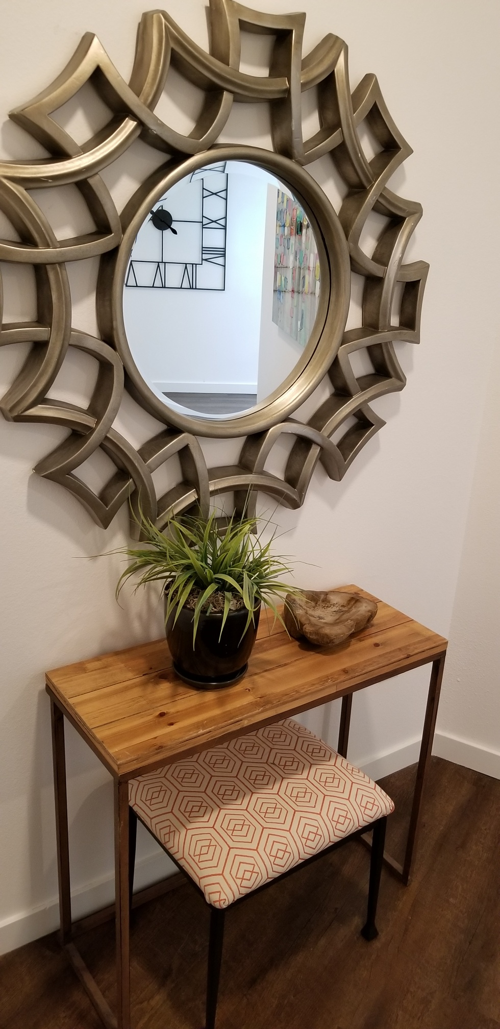 Circular Mirror at 727 Lofts Apartments in Jenks, Oklahoma