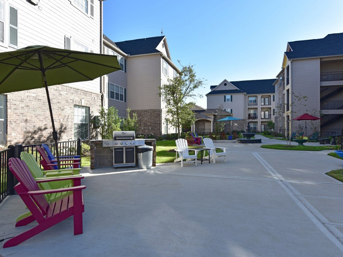 Exterior View of the Aria at Rollingbrook Apartments in Baytown, TX