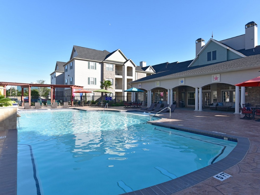 Sparkling Pool of the Aria at Rollingbrook Apartments in Baytown, TX