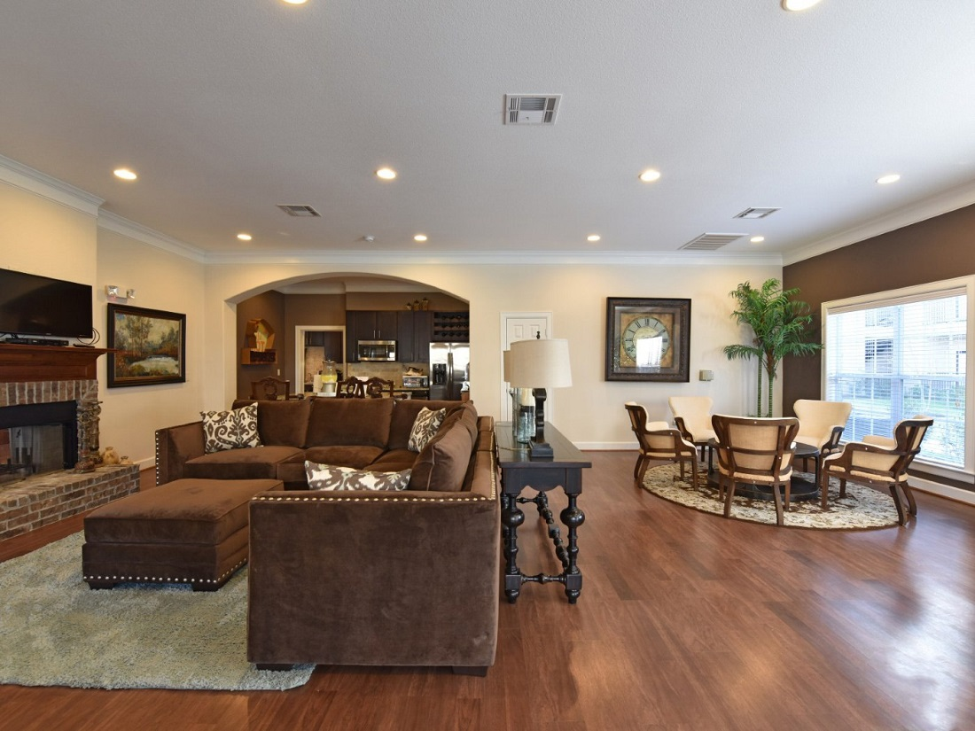 Living Room Interior of the Aira at Rollingbrook Apartments in Baytown, TX