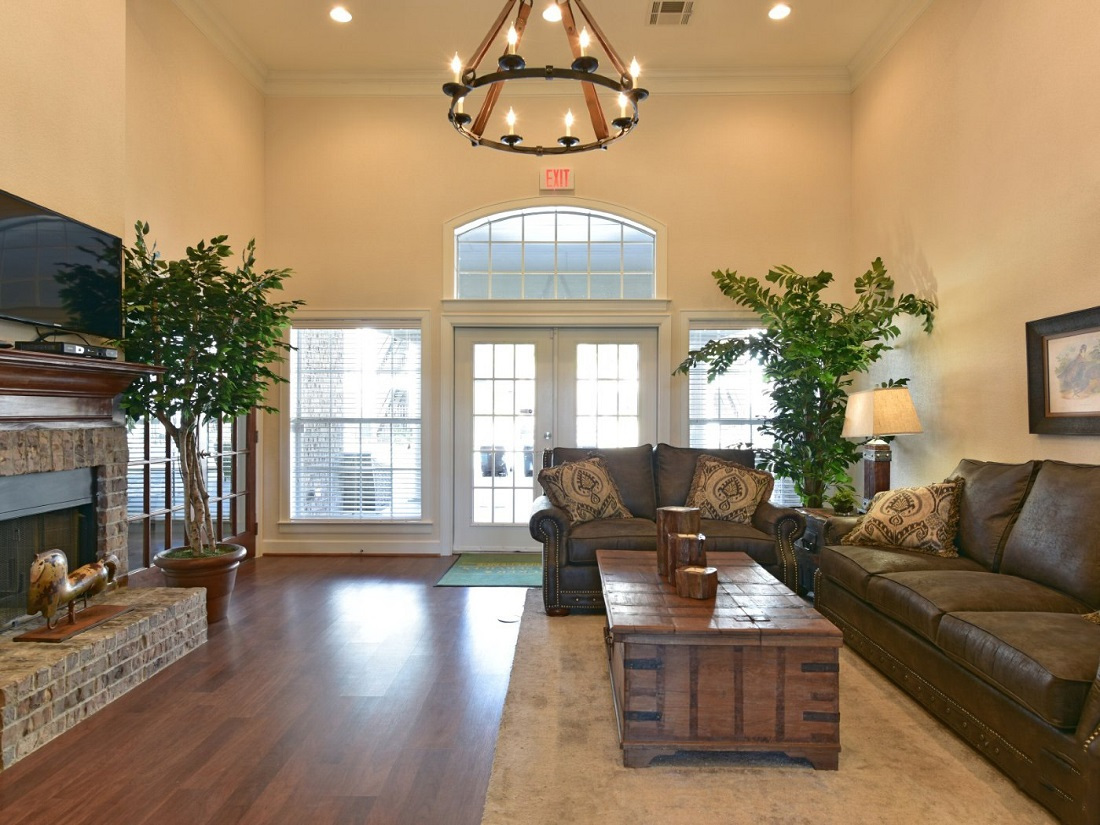 Living Area of the Aira at Rollingbrook Apartments in Baytown, TX