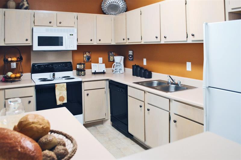 Fully Equipped Kitchen at Appling Lakes Apartments in Cordova, Tennessee
