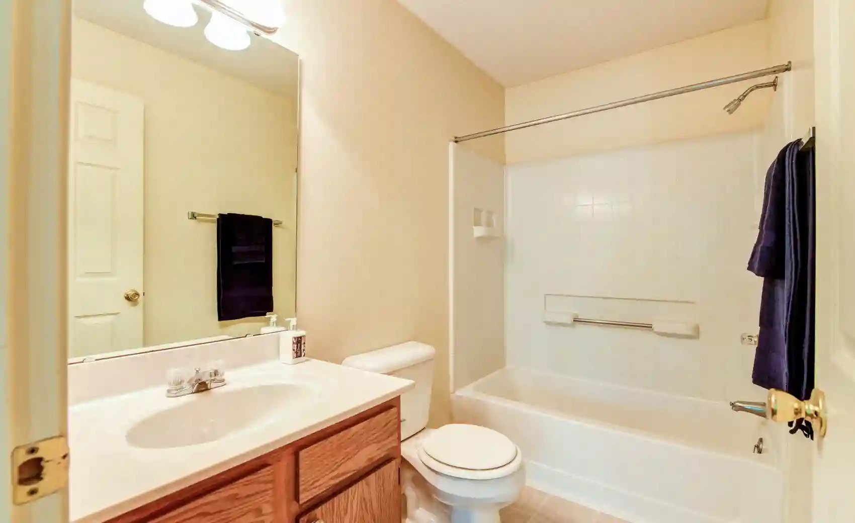 Bathtub and Shower at Arbors of Lebanon Apartments in Lebanon, Ohio