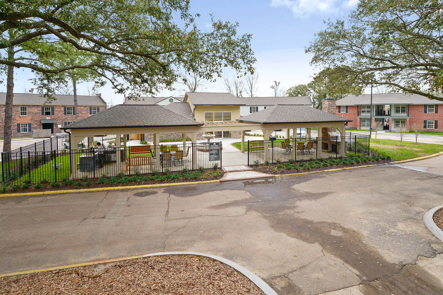 Outdoor Entertainment Area at Ardendale Oaks Apartments in Baton Rouge, Louisiana