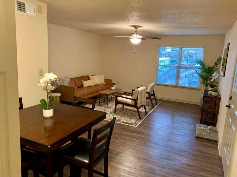 Combined Living and Dining Areas at Ardendale Oaks Apartments in Baton Rouge, Louisiana