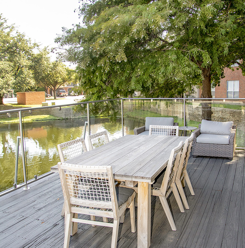 Outdoor Tables at Ashford Apartments in Carrollton, Texas