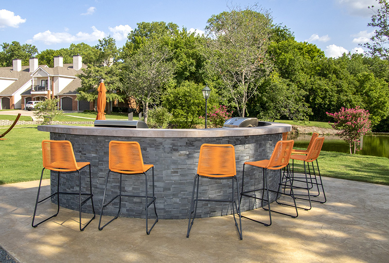 Outdoor Kitchen at Ashford Apartments in Carrollton, Texas