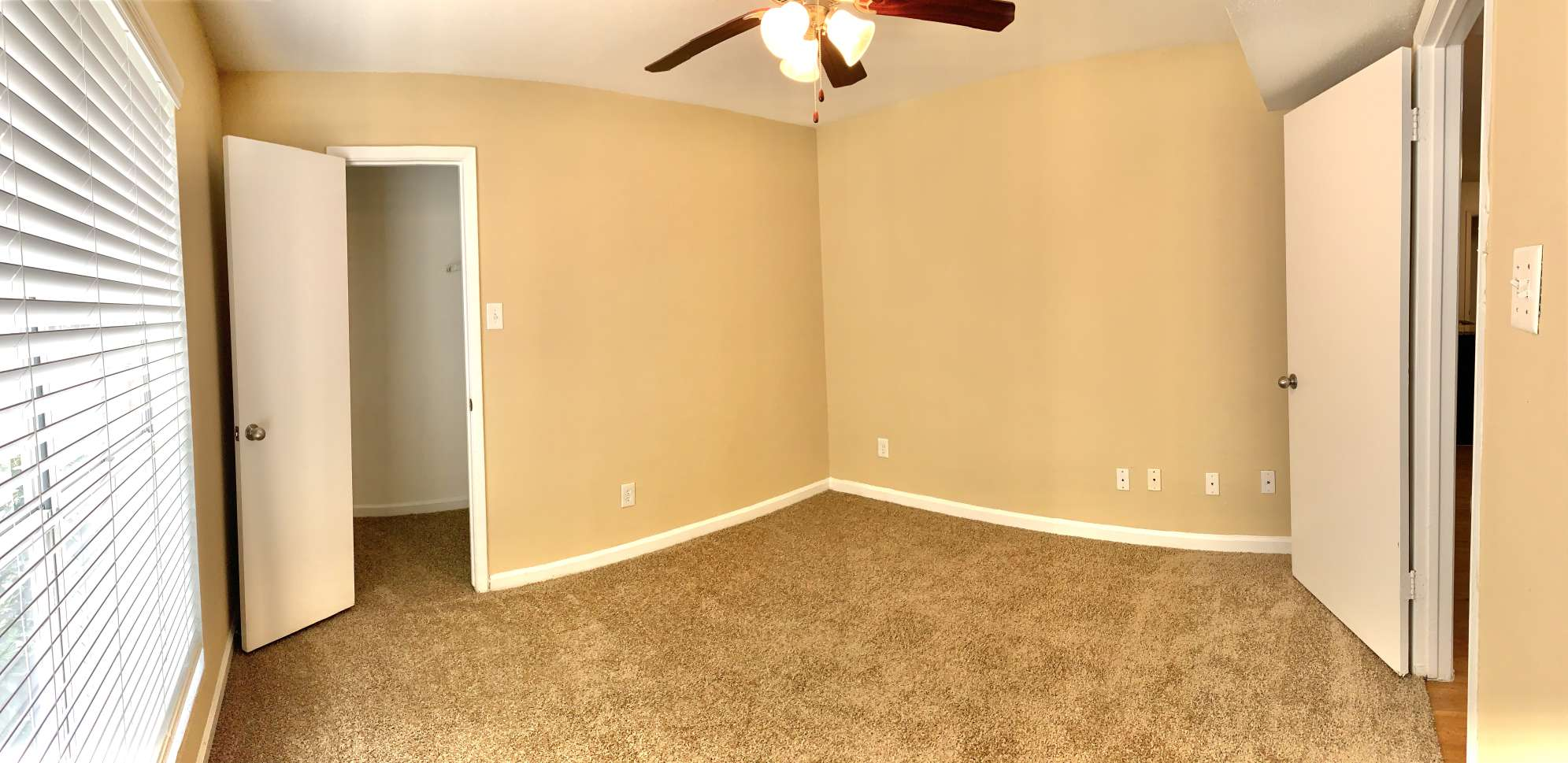 Carpeted Flooring at Ashford Pointe Apartments in Houston, Texas