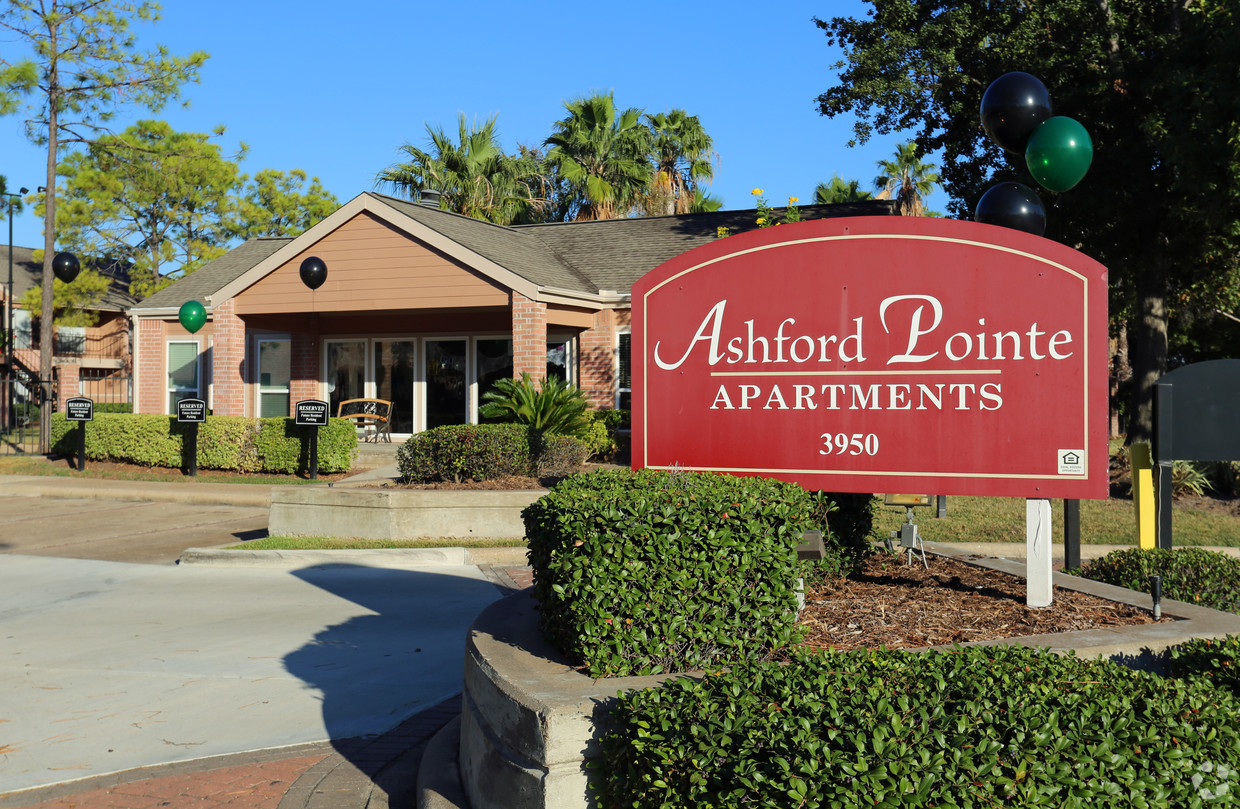 Signage at Ashford Pointe Apartments in Houston, Texas