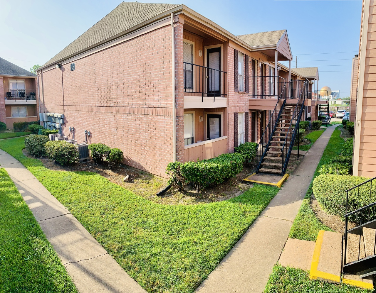Conveniently Located Apartment Homes at Ashford Pointe Apartments in Houston, Texas