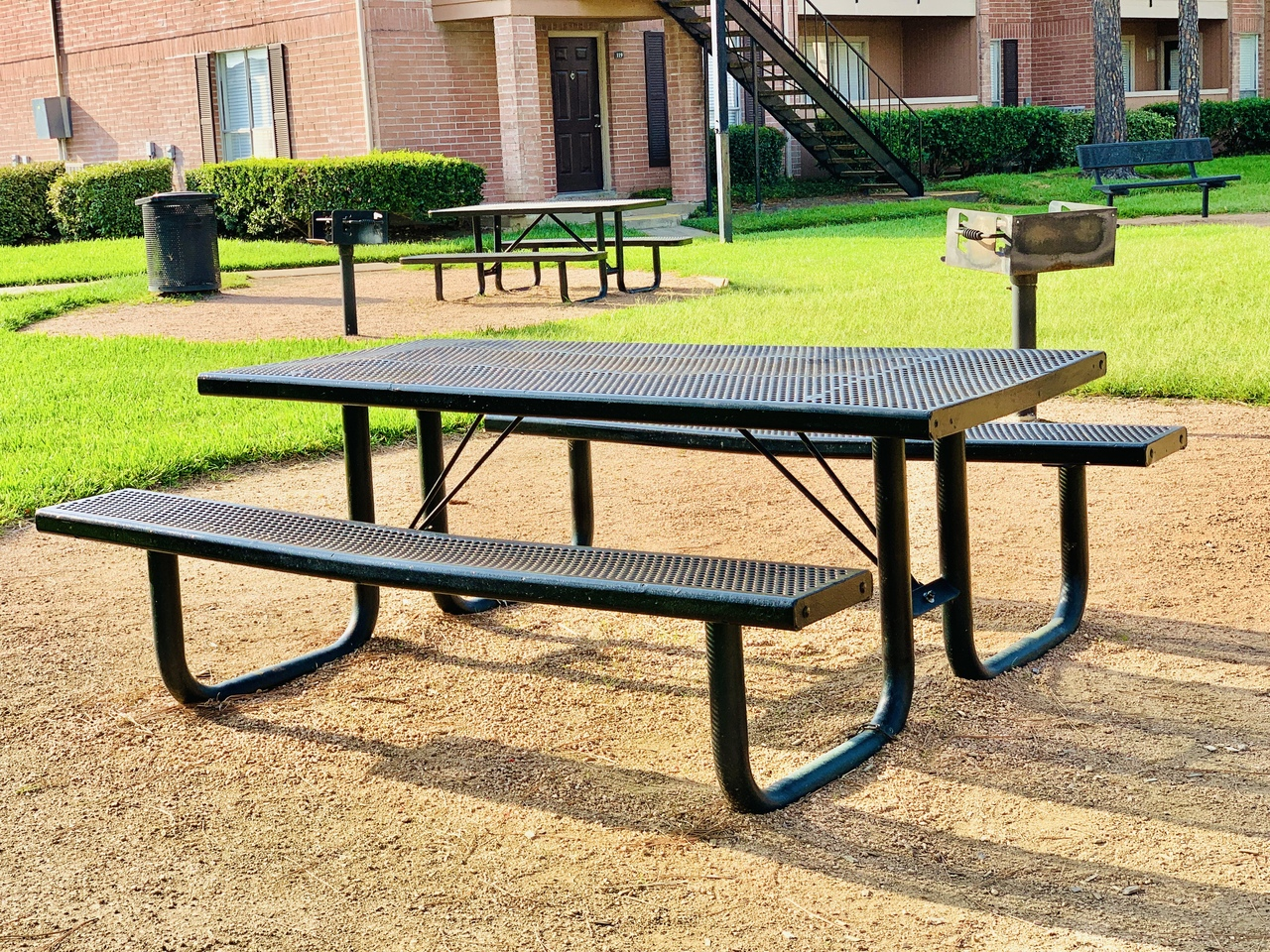 Picnic Area at Ashford Pointe Apartments in Houston, Texas