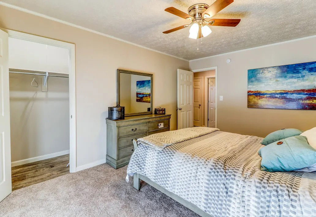 Carpeted Bedrooms at Aspen Meadow Apartments in Hopkinsville, KY