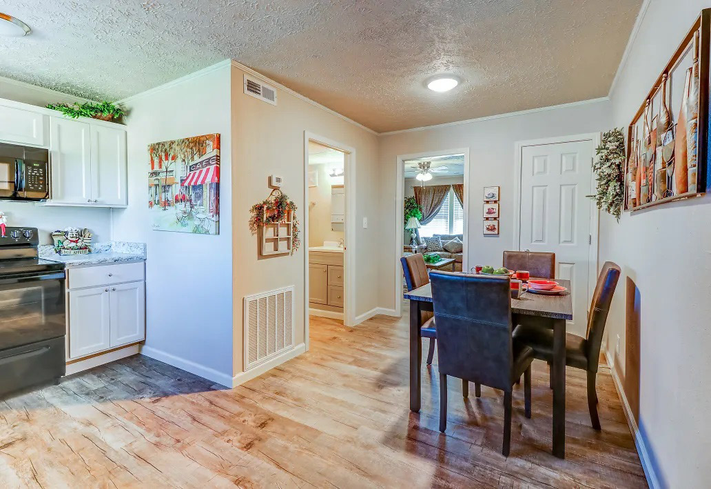 Two-Bedroom Apartments at Aspen Meadow Apartments in Hopkinsville, KY
