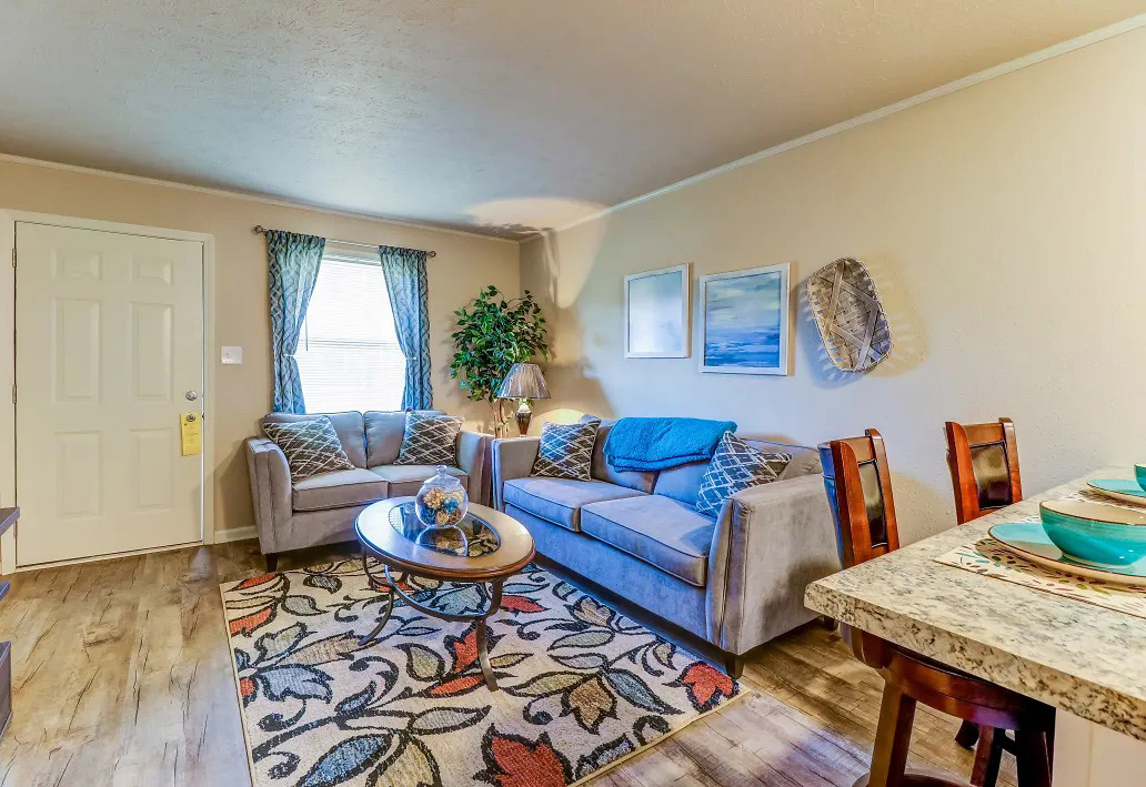 Spacious Living and Dining Areas at Aspen Meadow Apartments in Hopkinsville, KY