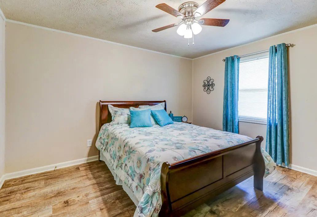 Light-Filled Rooms at Aspen Meadow Apartments in Hopkinsville,  KY