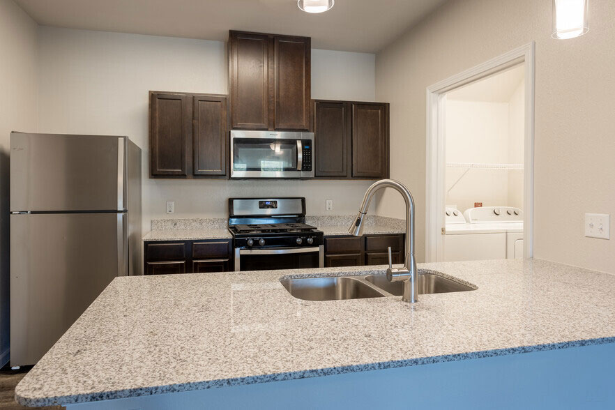 Stainless Steel Appliances at Colorado Creek Apartment Homes in Austin, TX