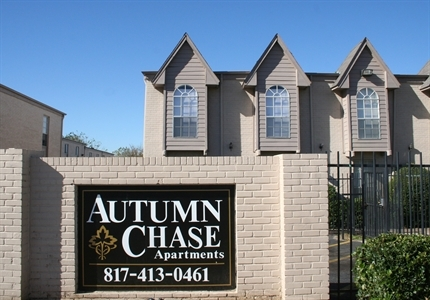 Pet-Friendly Apartments at Autumn Chase Apartments in Fort Worth, Texas