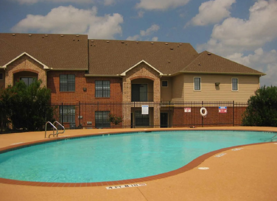 Swimming Pool at the Aventine Apartments at Fort Worth, TX