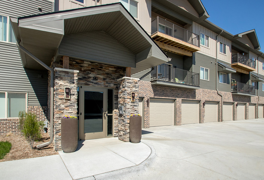 Luxury Rentals in Gretna at Avenue 204 at Royal View Apartments in Gretna, Nebraska