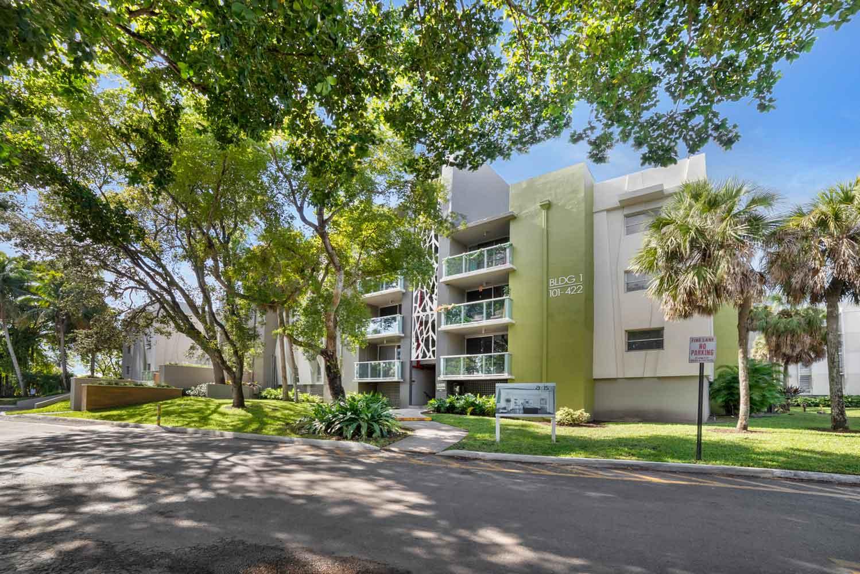 Effortless Parking at Nottingham Pine Apartments in Plantation, FL