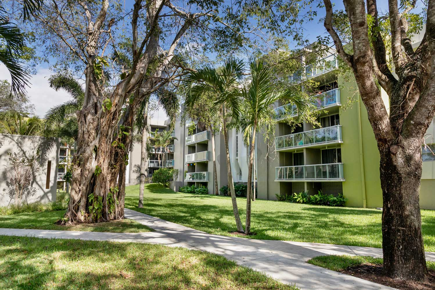 Apartment Home with Balconies at Nottingham Pine Apartments in Plantation, FL