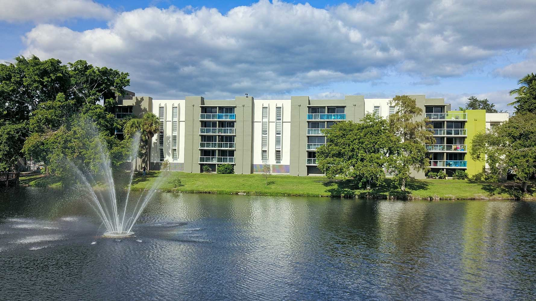 Stunning Views of Water Feature at Nottingham Pine Apartments in Plantation, FL