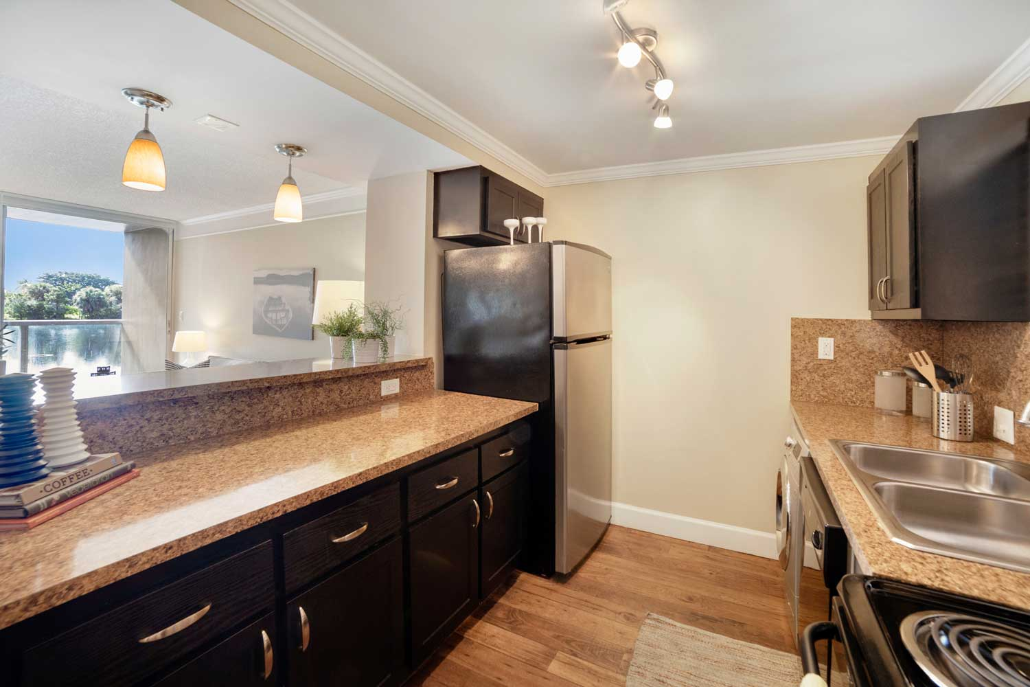 Fully Equipped Kitchen at Nottingham Pine Apartments in Plantation, FL