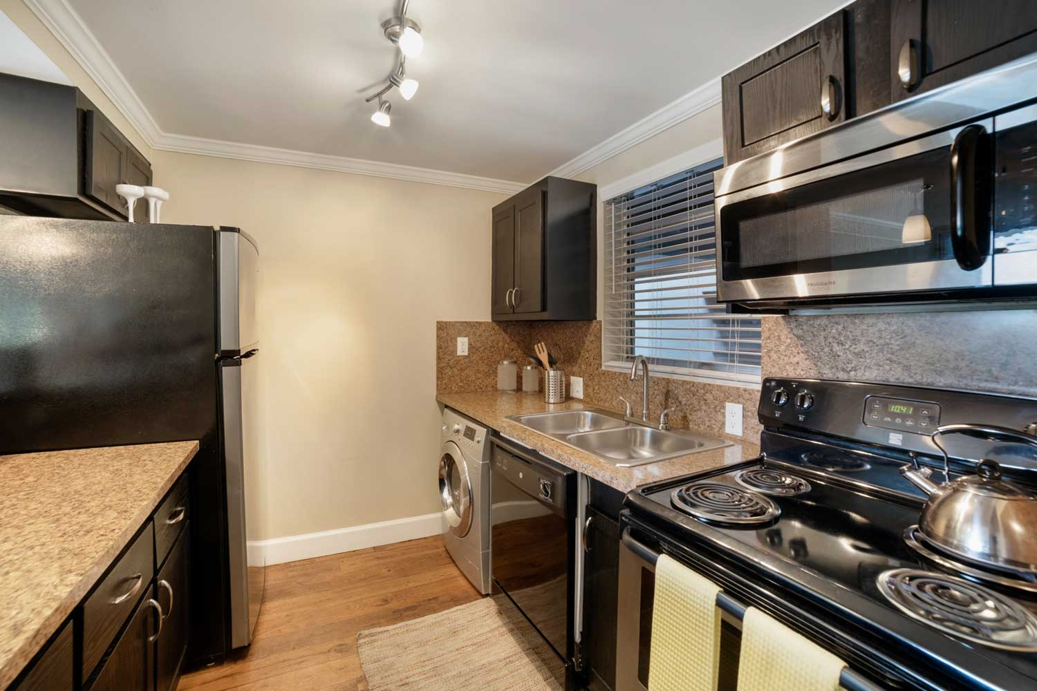 Stainless Steel Appliances at Nottingham Pine Apartments in Plantation, FL