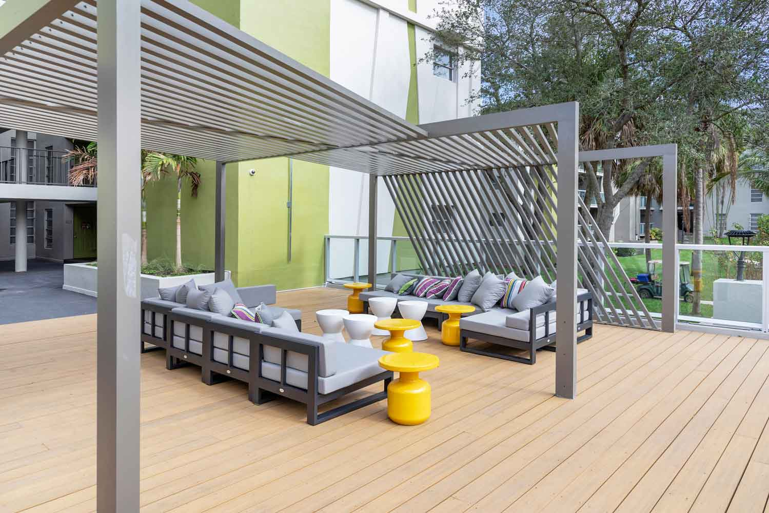 Modern Amenities and Services at Nottingham Pine Apartments in Plantation, FL