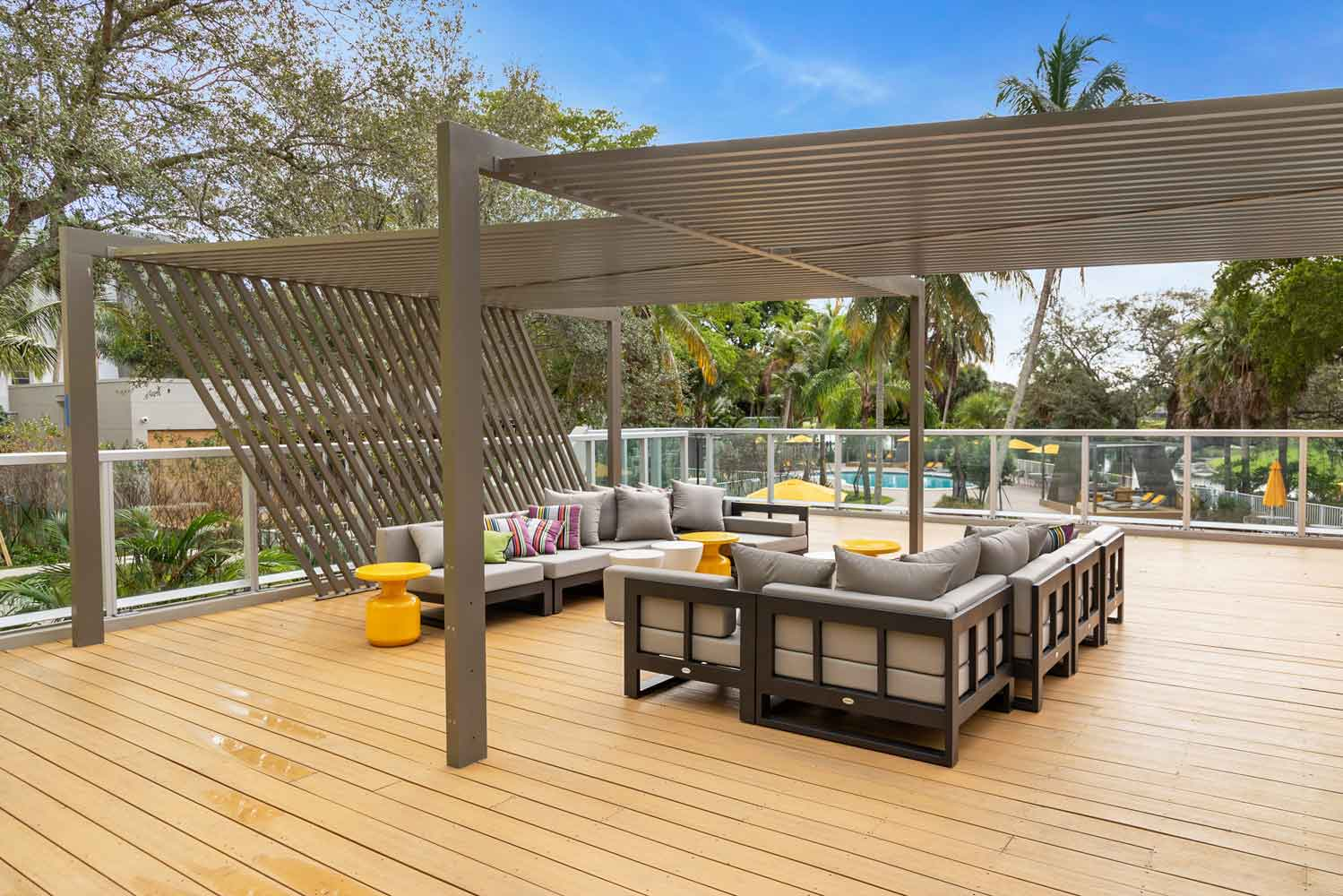Outdoor Lounge with Seating at Nottingham Pine Apartments in Plantation, FL