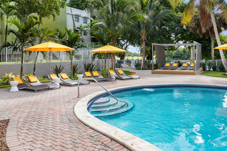 Poolside Cabanas at Nottingham Pine Apartments in Plantation, FL