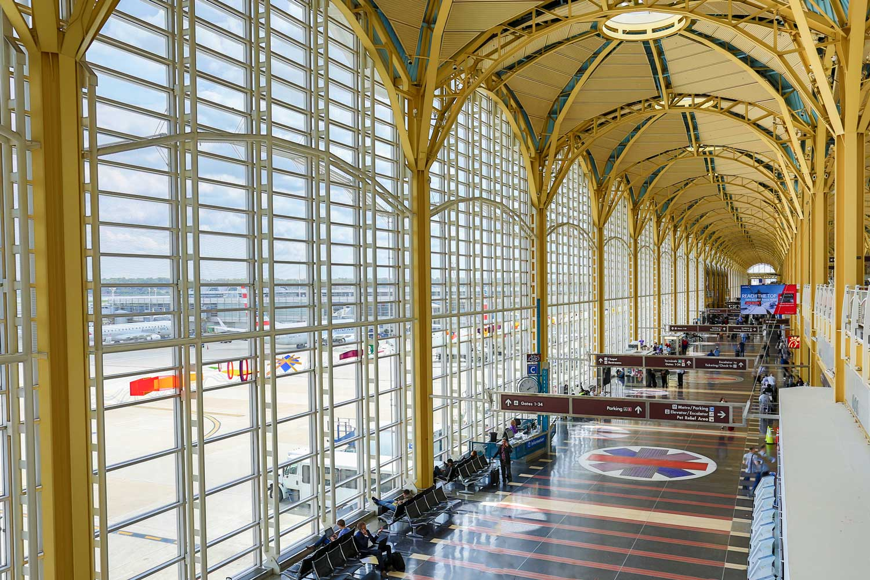 15 minutes to Reagan National Airport (DCA)