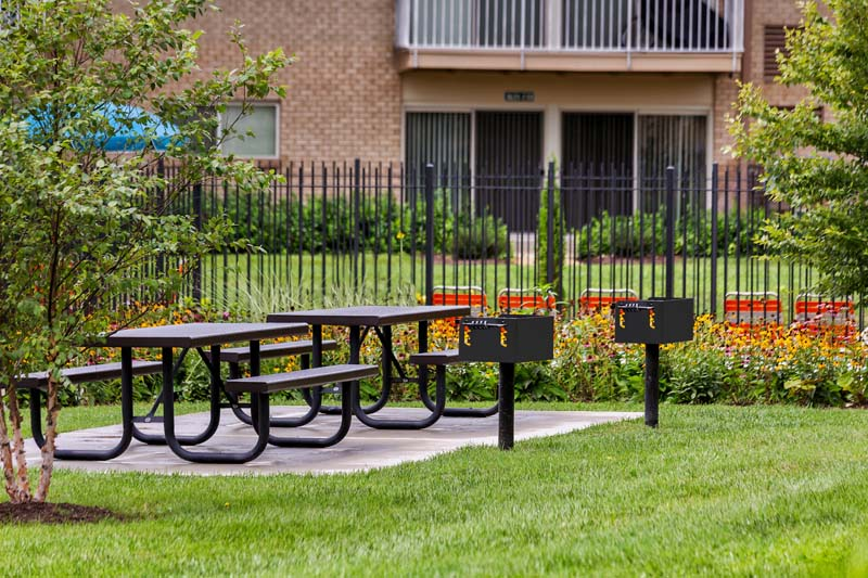 Picnic area with grills at Barcroft Plaza Apartments in Falls Church, VA