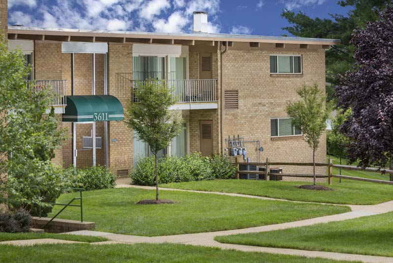Welcome to Barcroft Plaza Apartments in Falls Church, VA