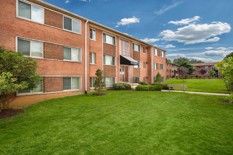 1, 2, and 3-bedroom apartments at Barcroft View Apartments in Falls Church, VA