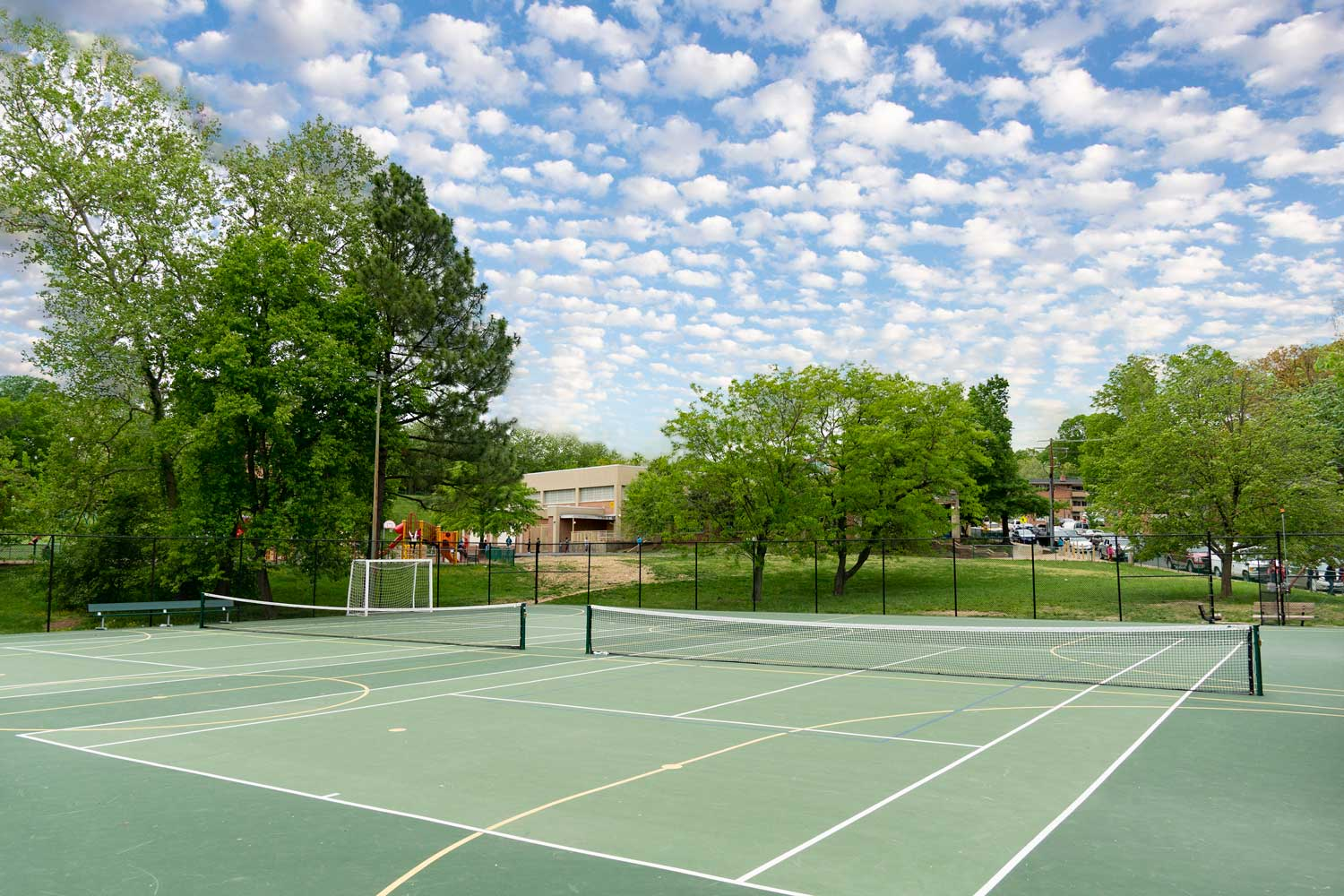 10 minutes to recreational center with tennis courts