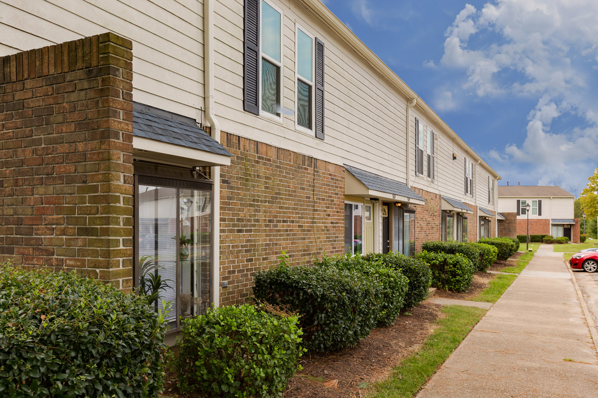 Two, Three, and Four-Bedroom Townhomes at BayPointe Crossing Apartments in Virginia Beach, Virginia