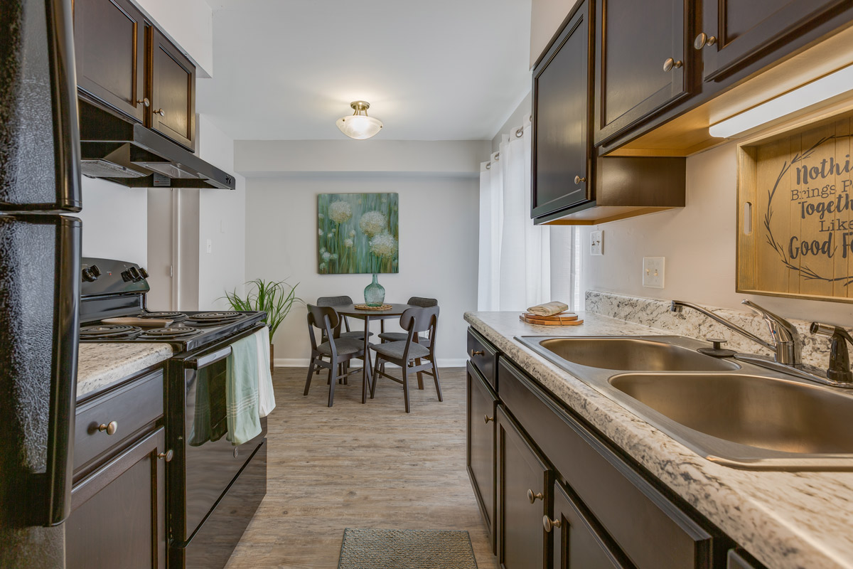 Stylish Apartments for Rent at BayPointe Crossing Apartments in Virginia Beach, Virginia