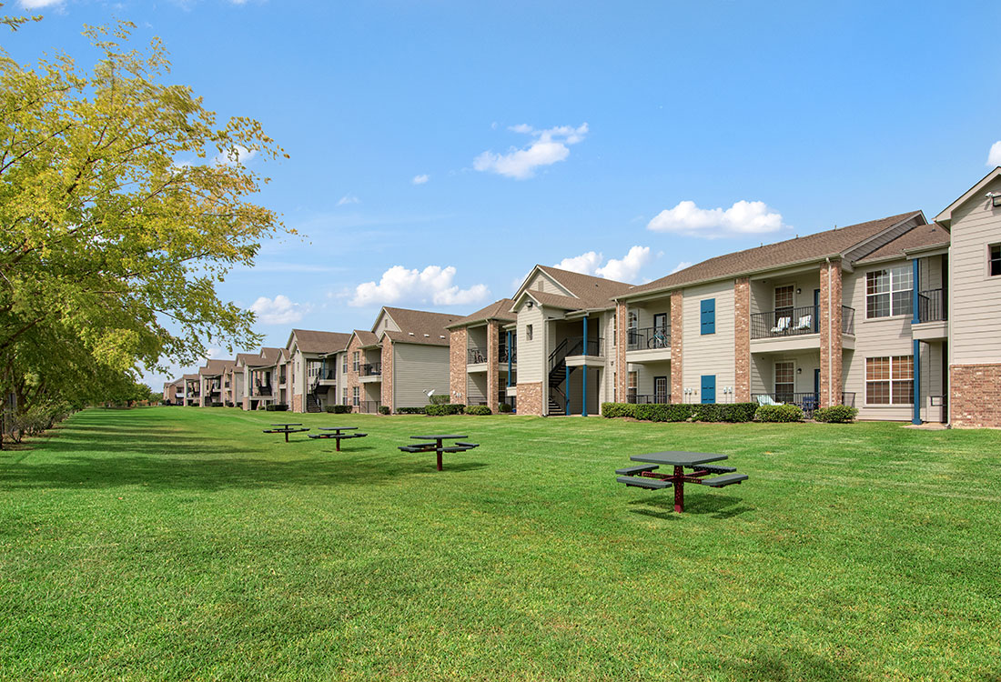 Picnic Area at Beaumont Trace Apartments in Beaumont, TX