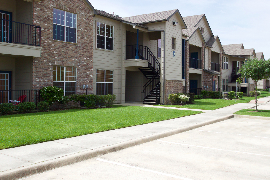 2-Bedroom Apartments at Beaumont Trace Apartments in Beaumont, TX