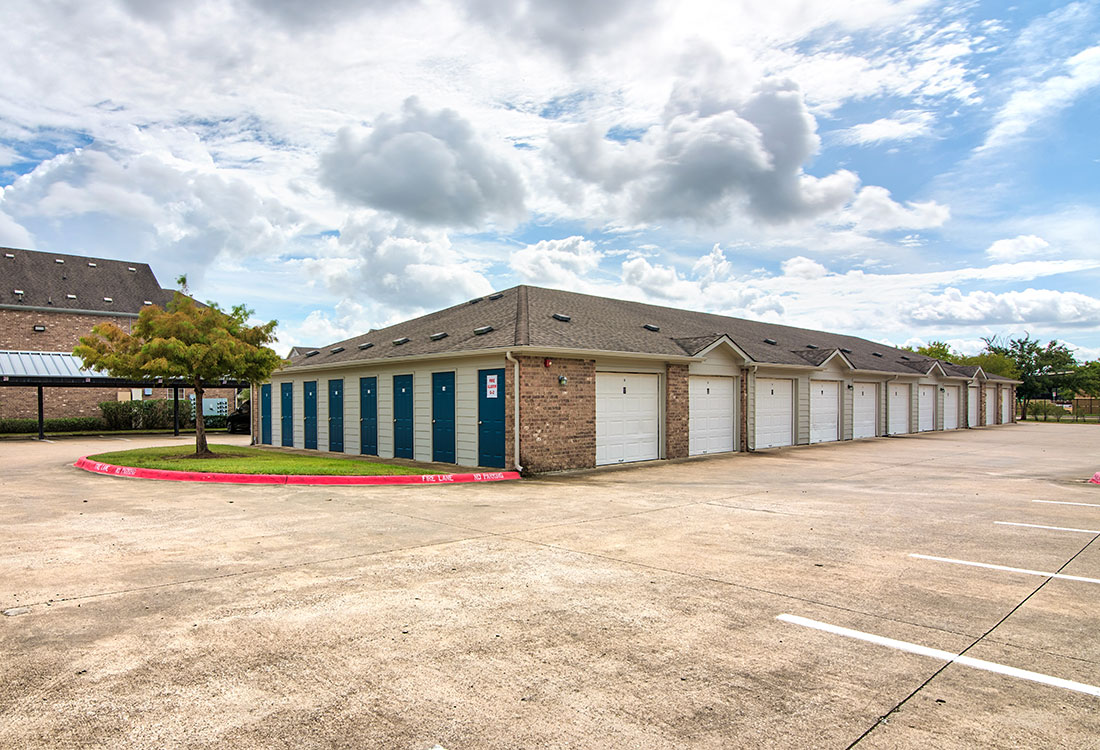 Private Storage & Parking Garages at Beaumont Trace Apartments in Beaumont, TX