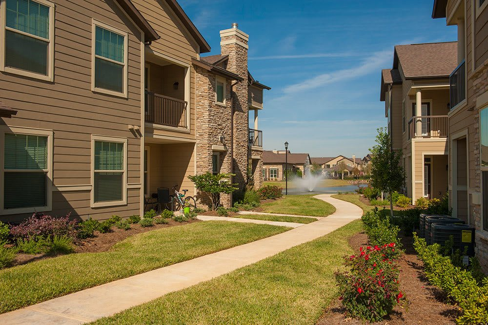 Gorgeous Landscaping at The Boulders on Fern Apartments in Shreveport, LA