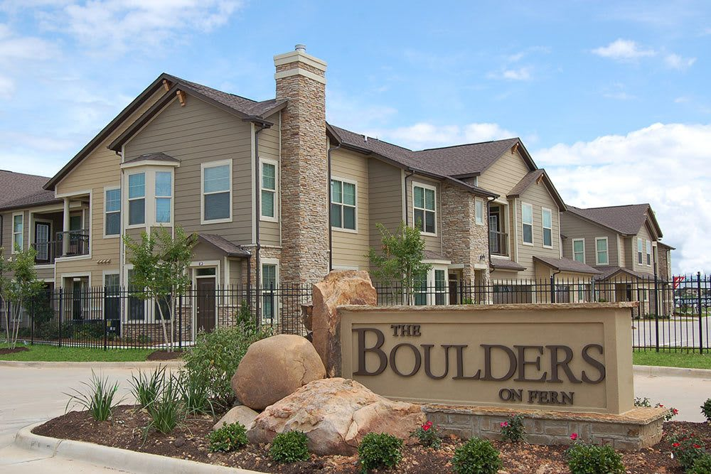 Three Bedroom Apartments at The Boulders on Fern Apartments in Shreveport, LA