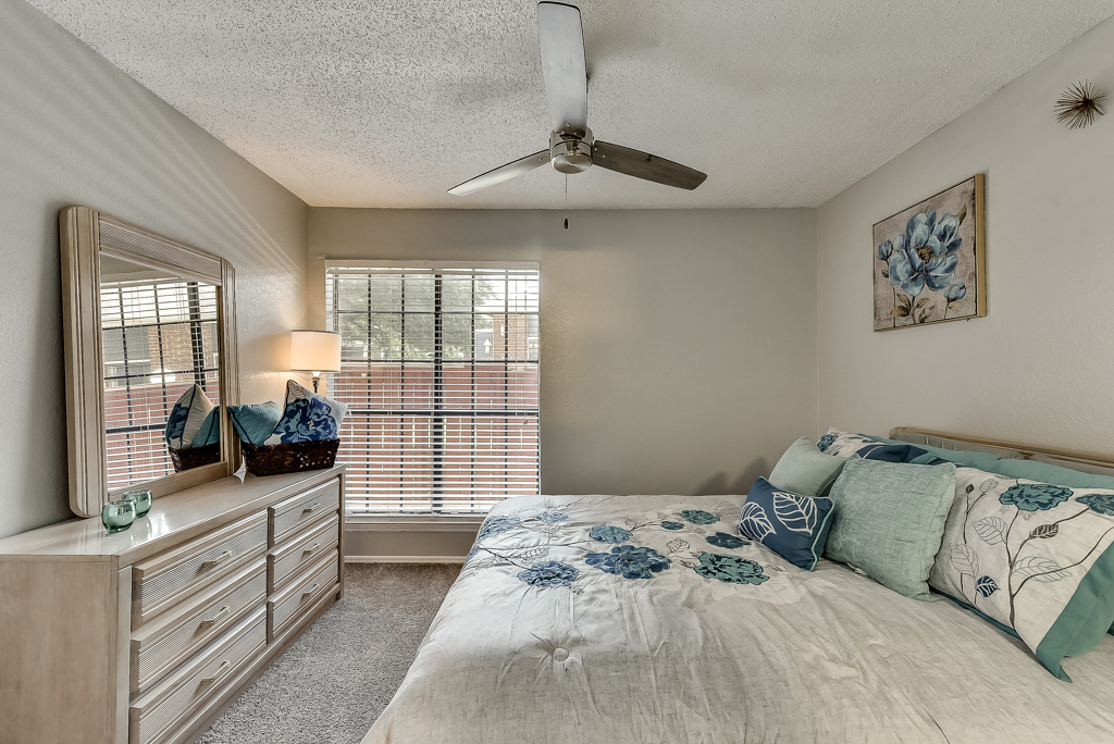 Large Bedrooms at Luna Apartments in Dallas, TX