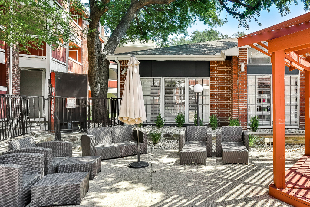 Clubhouse Lounge at Luna Apartments in Dallas, TX