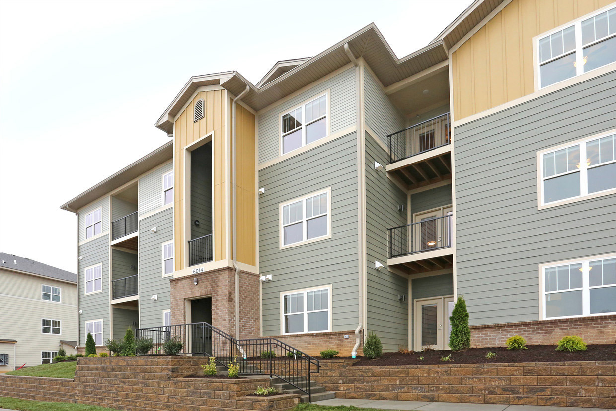 Spacious Apartments for Rent at Bristol Bluffs Apartments in Louisville, Kentucky