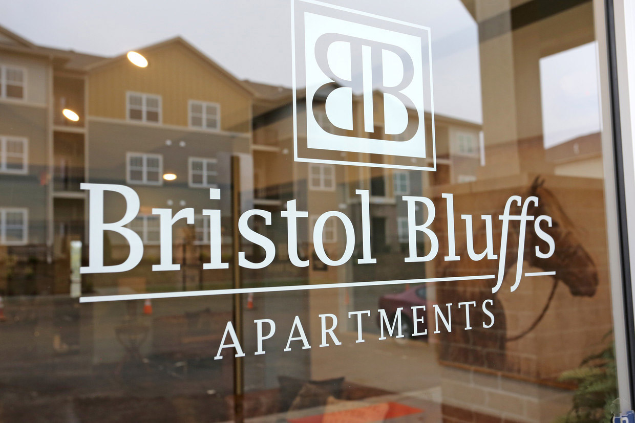Professional Management at Bristol Bluffs Apartments in Louisville, Kentucky