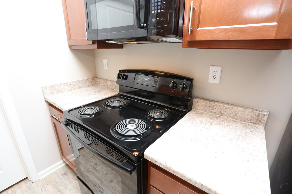 Electric Appliances at Bristol Bluffs Apartments in Louisville, Kentucky