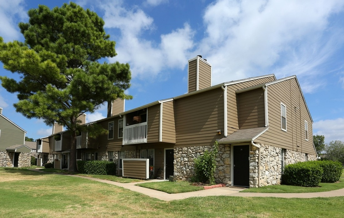 Maintenance-Free Living at Brittany Square Apartments in Tulsa, OK