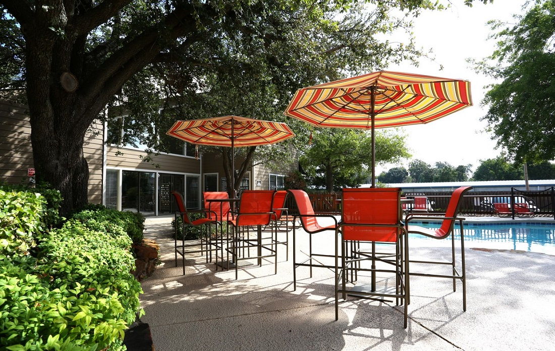 Poolside Lounge Area at Brittany Square Apartments in Tulsa, OK